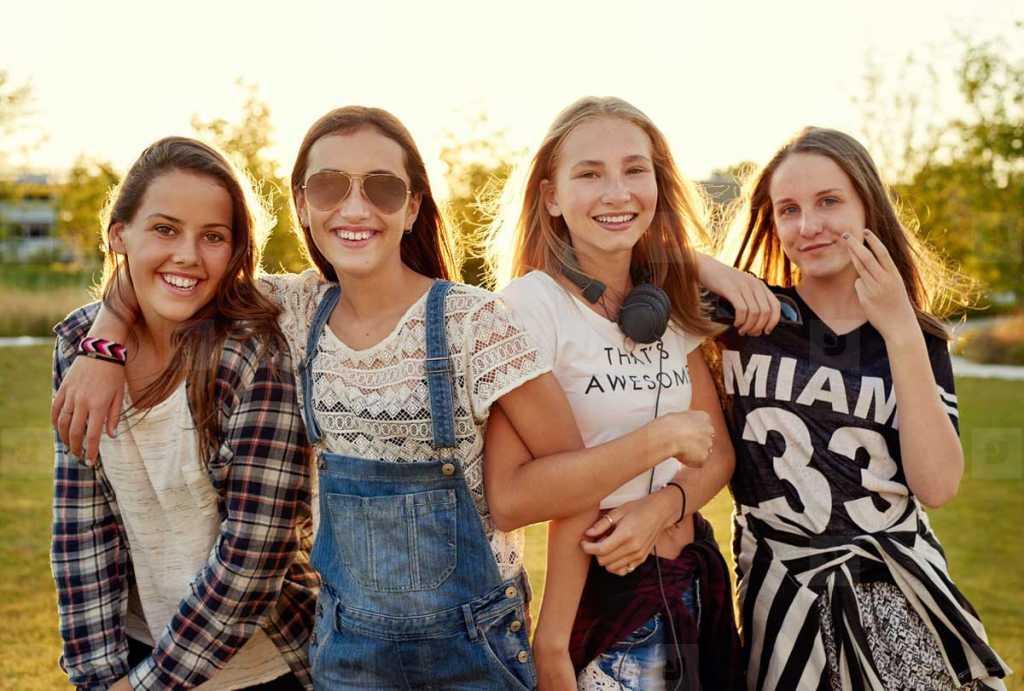 teenage girls - 100+ creative and cool usernames for social media